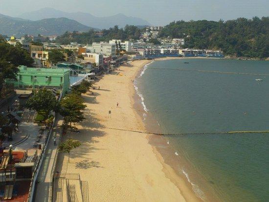 Warwick Hotel Cheung Chau: вид из номера на пляж