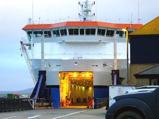 NorthLink Ferries: Loading bay for drive on traffic