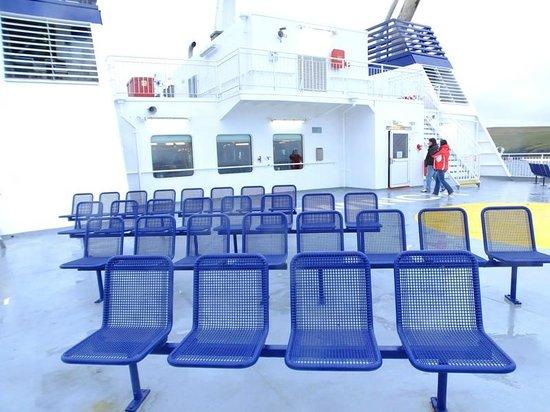 NorthLink Ferries: Plenty of seating outside