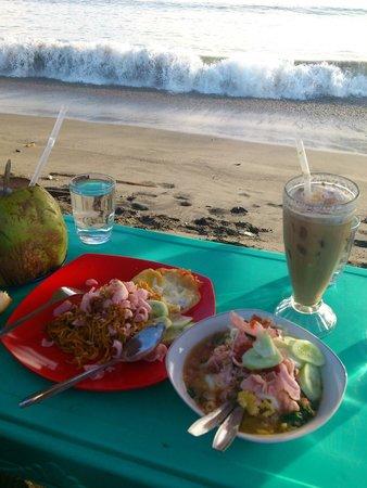 Pangeran Beach Hotel: beach area behind hotel
