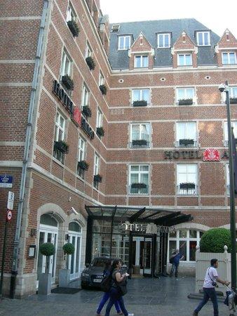 Hotel Amigo: belle façade