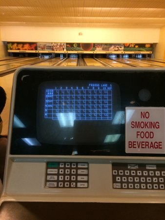 HARRIS Resort Batam Waterfront: Old skool bowling
