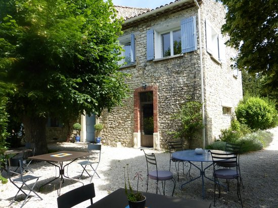 Les tilleuls d'Elisee: charming exterior and garden