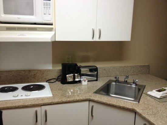 Extended Stay America - Orange County - John Wayne Airport: kitchen