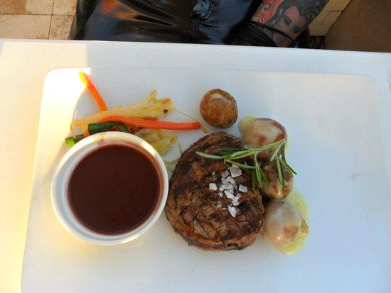 Bianco Restaurant: Rindersteak mit Gemüse
