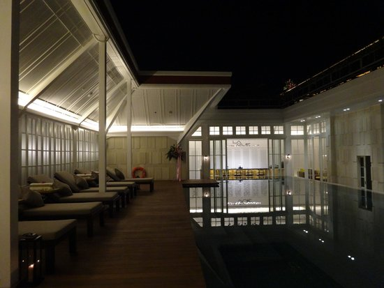 The Hermitage Jakarta: Swimming Pool