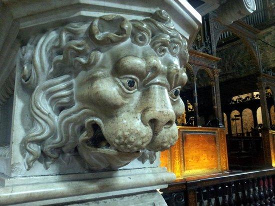 Basilica di Santa Maria Maggiore: statue