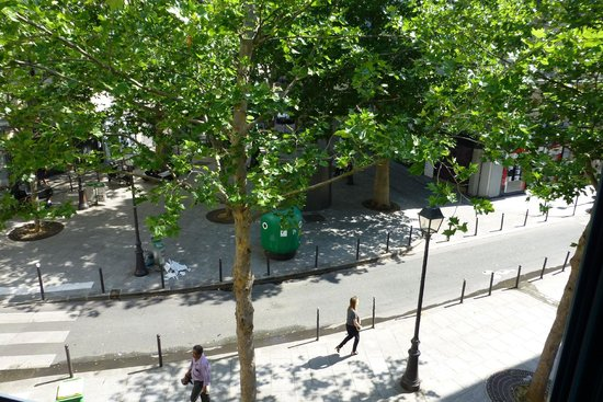 Hôtel Edgar : Hotel Edgar, Paris - outlook from room 8 - June 2014