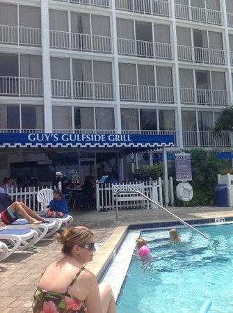 Guy's Gulfside Grill: by the pool