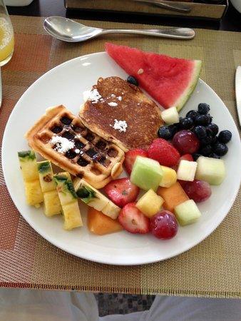 Swissotel Al Ghurair Hotel: bfast