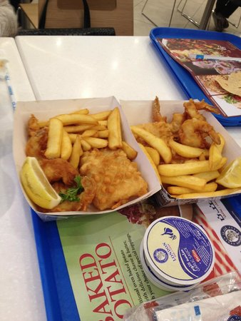 Swissotel Al Ghurair Hotel: london fish and chips at city centre
