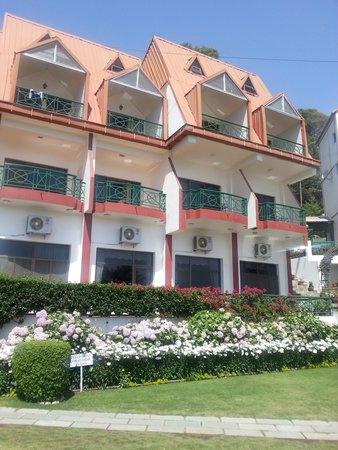 Kasauli Resort: Hotel view 1