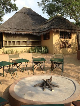 Tydon Safari Camp : Common area for breakfast and dinner area
