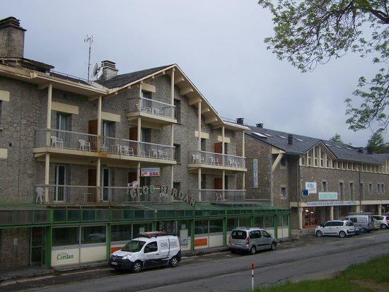 Le Clos Cerdan : façade de l'hôtel