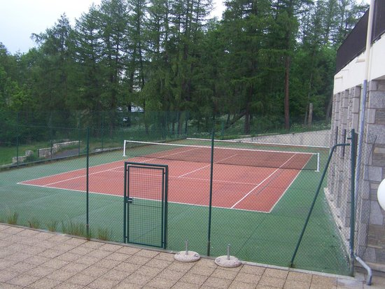Le Clos Cerdan : court de tennis