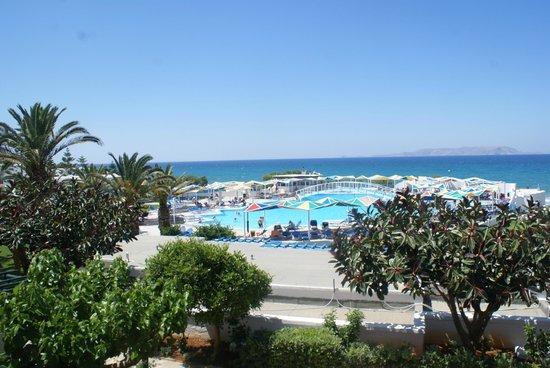 Mitsis Rinela Beach Resort & Spa : Piscine+plage