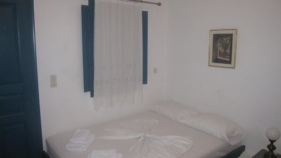 Oia's Sunset Apartments : The beds -- no frills but clean and really comfy
