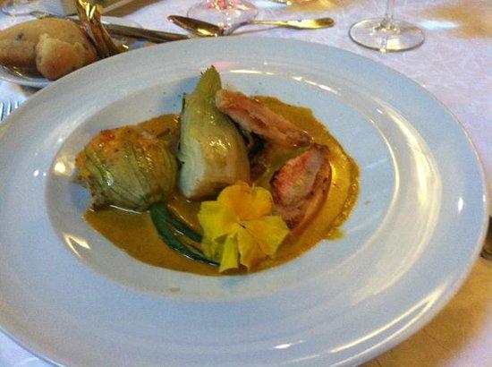 Le Jardin de la Tour: Redfish with squash blossom and fennel with saffron sauce