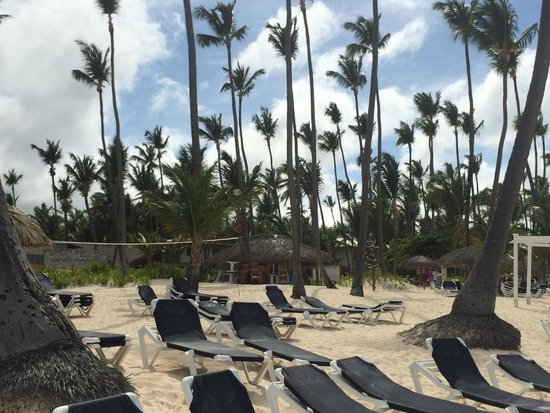 Grand Palladium Palace Resort Spa & Casino: Beach