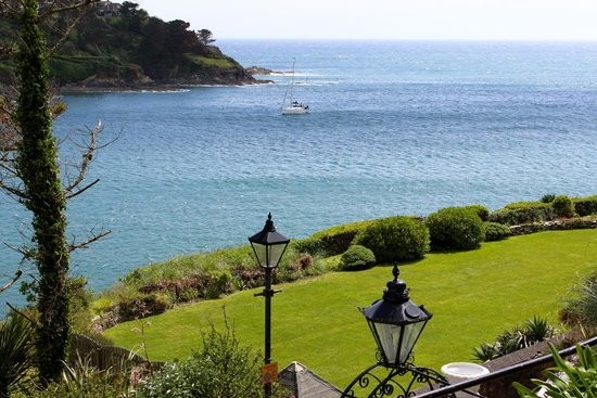The Fowey Hotel: Lovely ocean views from seaside rooms and restaurant