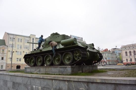 Kharkiv Historical Museum: Old Soviet T-34/76 displayed at the museum terrace
