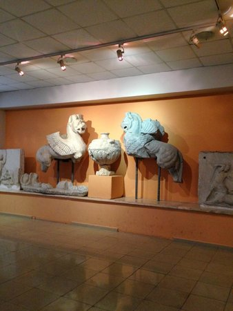 Izmir Museum of History and Art: Sculptures from an ancient tomb.