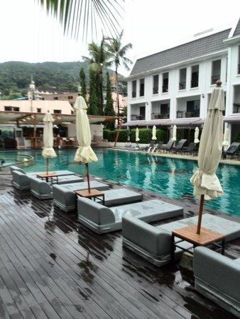 Sawaddi Patong Resort & Spa: Pool side