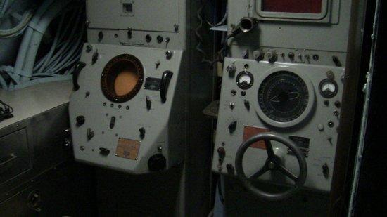 Intrepid Sea, Air & Space Museum : Submarino