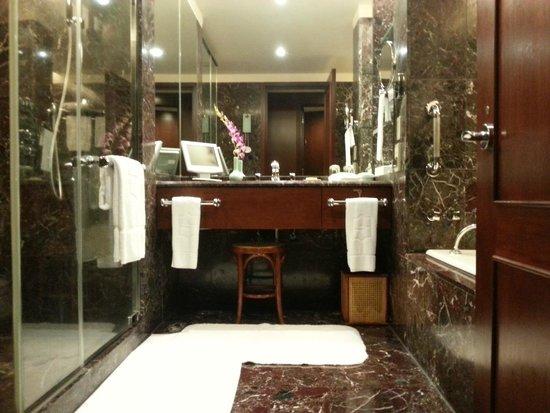 Shangri-La's Far Eastern Plaza Hotel Taipei: in bath room