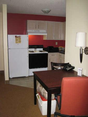 Ashley Quarters Hotel: full kitchen and fridge with ice maker