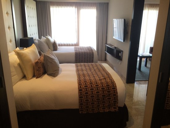 Paradisus Playa Del Carmen La Esmeralda : You can push them together to make one large bed if you like.