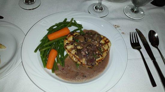 Colonial Room Restaurant: Chicken Champignon