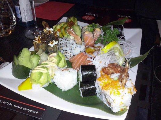 Wiki Sushi Bar : Un combiné de divers makis, sushis et california rolls