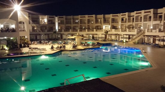 Jaz Sharks Bay: Beautiful view of the pool on an evening