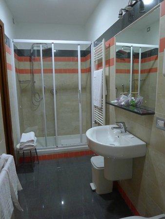 Hotel Fiera Congressi: Ванная комната. Все блестит!
