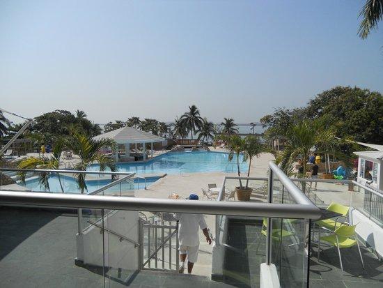 Hilton Cartagena : Piscina, vista do café da manhã