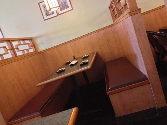 Fuji Japanese Restaurant: The booths are spacious