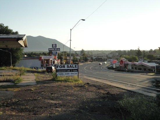 Galaxy Diner: Restaurant vanaf het motel aan de overkant.
