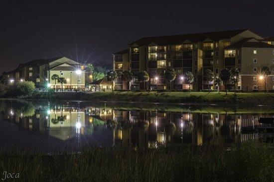 Westgate Lakes Resort & Spa: Lago à noite
