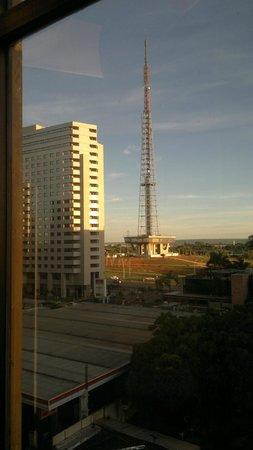 Windsor Plaza Brasília Hotel: Torre da Antena vista do Hotel (sem uso do zoom)