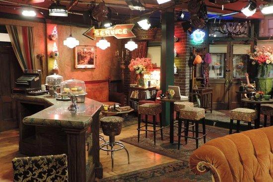 Warner Bros. Studio Tour Hollywood: Mock Friends set