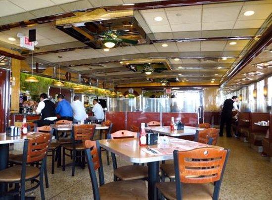 Carle Place Diner: Restaurant interior