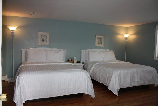 The Escape Inn: Snap of our Coastal Room