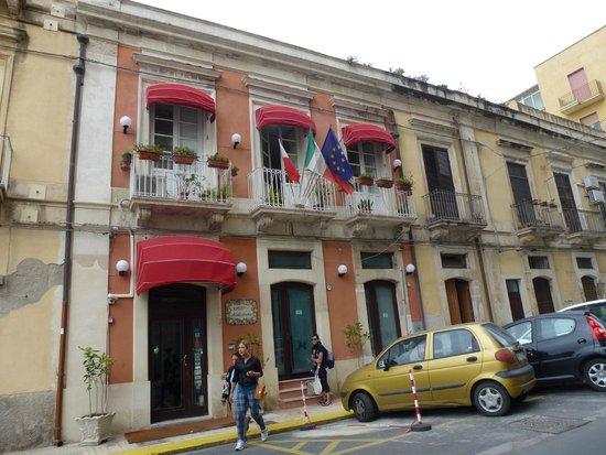 Hotel Mediterraneo: hotel chico, pero vale la pena!
