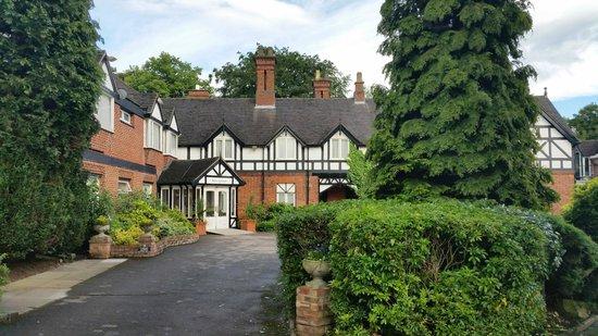 Chimney House Hotel: Main entrance