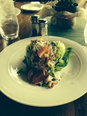 Portals Restaurant at Suncadia Resort: Wedge Salad with bleu cheese dressing