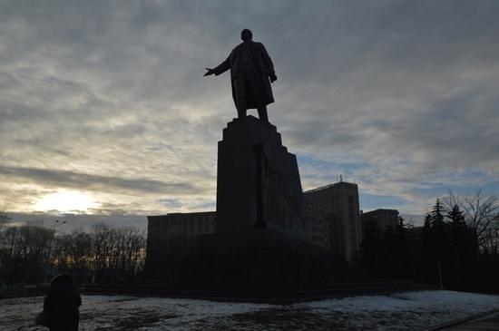 Freedom Square: Kharkiv Freedome Square - Lenin statue stillstanding