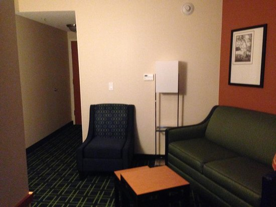 Fairfield Inn & Suites Millville Vineland : sitting area in room # 420