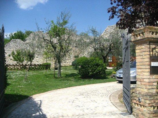 Agriturismo San Giovanni ad Insulam: cancello di ingresso