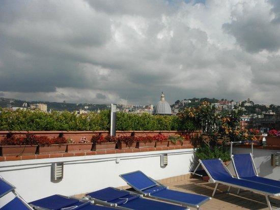 L 39 espace transat de la terrasse de toit panoramique picture of sweet sleep naples tripadvisor - Transat de terrasse ...